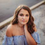 Viridiana Photography profile image.