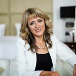 Laura Jayne James makeup artist profile image.