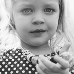Belle Sanderson Photography profile image.