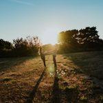 Lindsey Bolling Photography profile image.