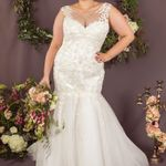 Curvy Chic Bridal profile image.