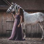 Elizabeth Ebsworth Photography profile image.
